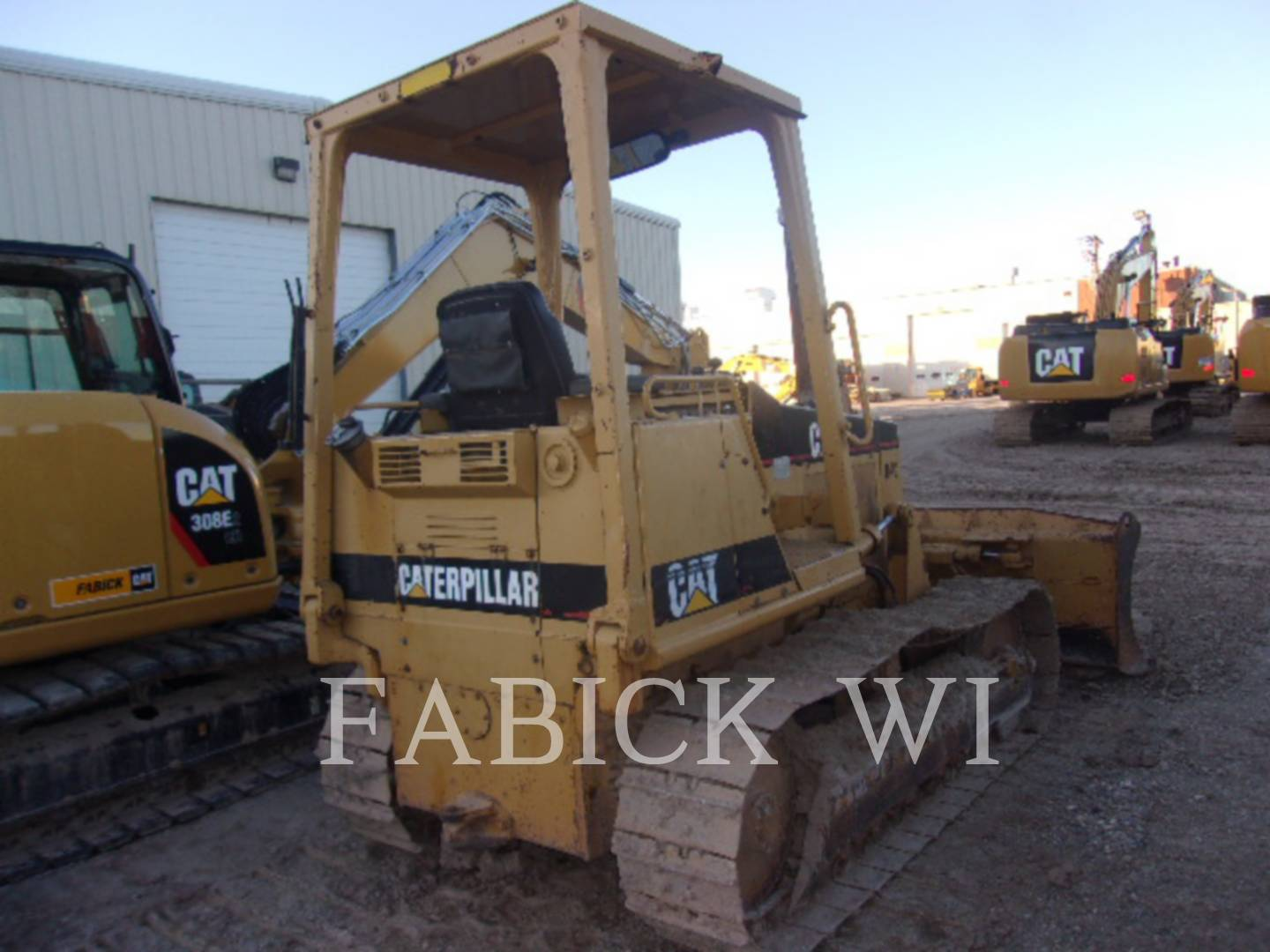 Detail photo of 1988 Caterpillar D4C from Construction Equipment Guide