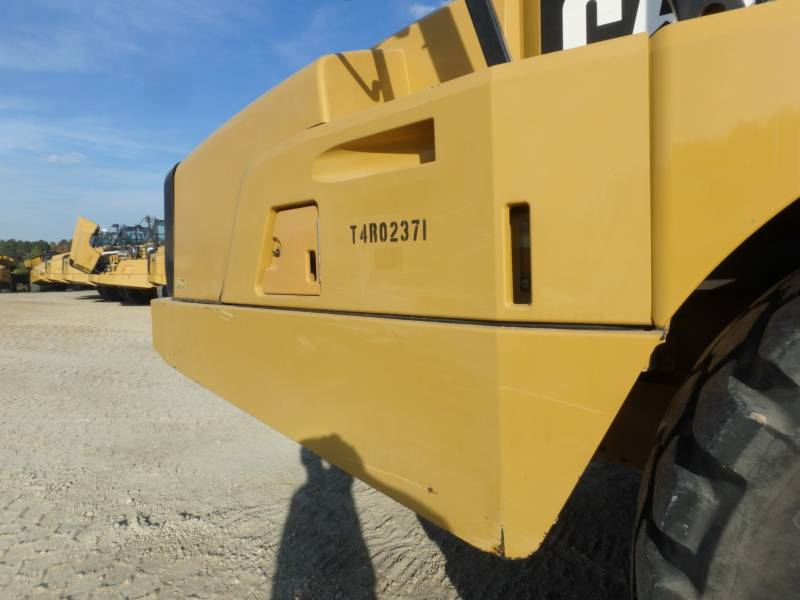 CATERPILLAR DUMPER ARTICOLATI 740B equipment  photo 16