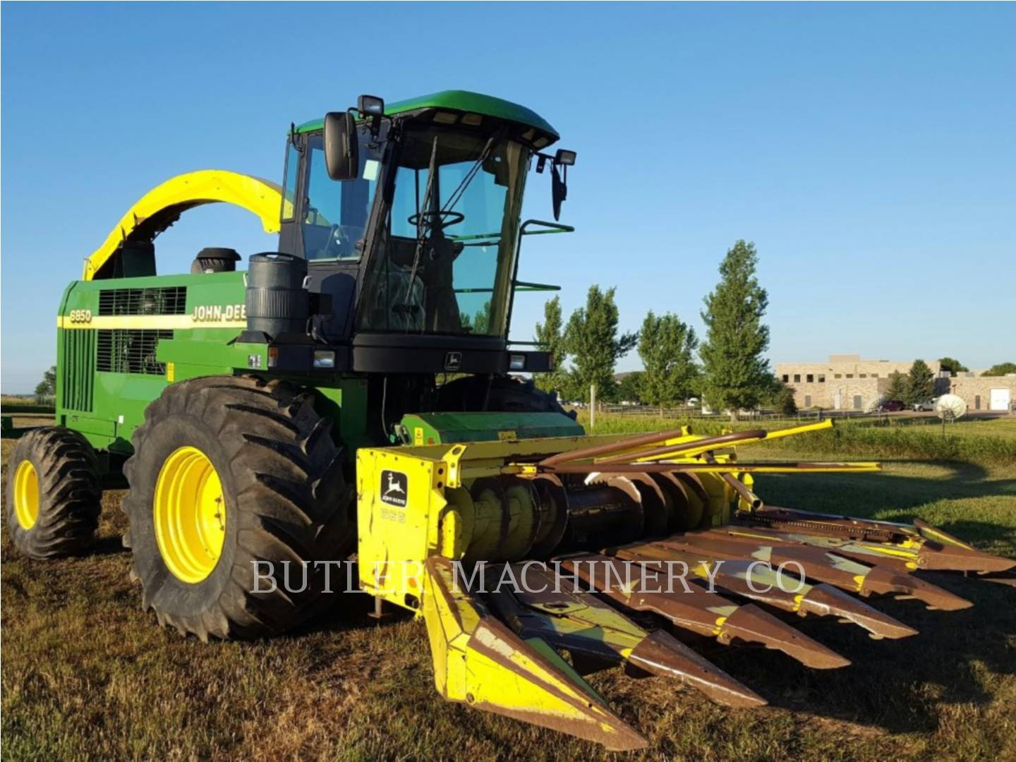 Detail photo of 1999 John Deere 6850 from Construction Equipment Guide
