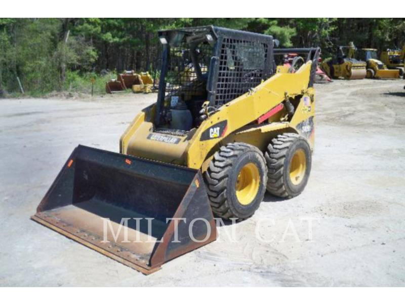 CATERPILLAR SKID STEER LOADERS 242B 3 AG equipment  photo 1