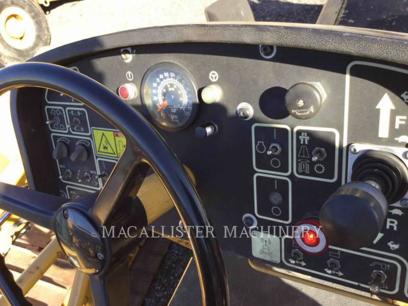 Caterpillar BETONIERE DE ASFALT AP-1055D equipment  photo 11