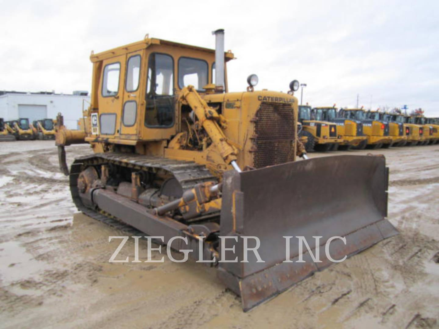 Detail photo of 1973 Caterpillar D7F from Construction Equipment Guide