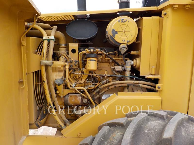 CATERPILLAR COMPACTEUR VIBRANT, MONOCYLINDRE À PIEDS DAMEURS CP-433C equipment  photo 4