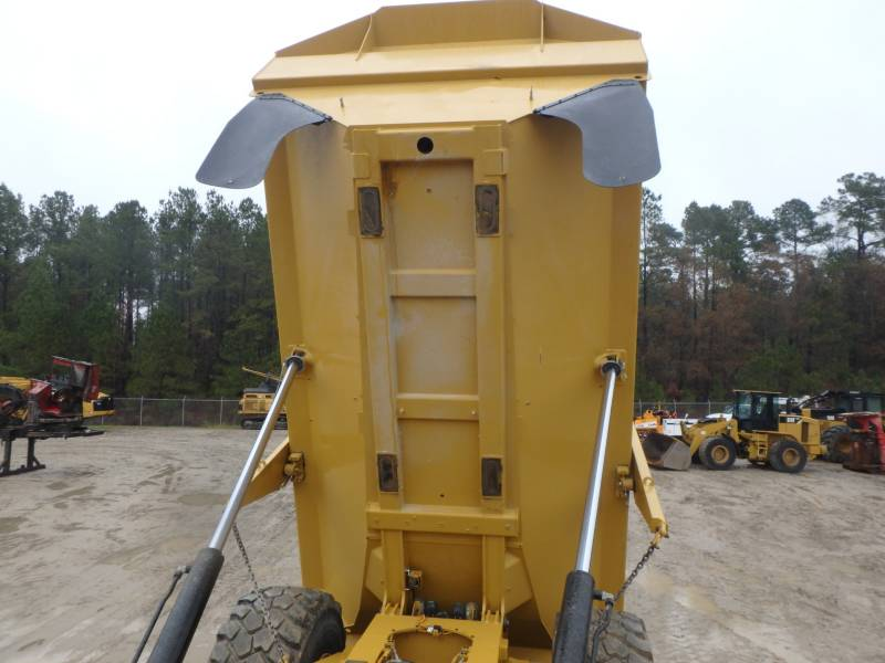 CATERPILLAR KNICKGELENKTE MULDENKIPPER 745C equipment  photo 9