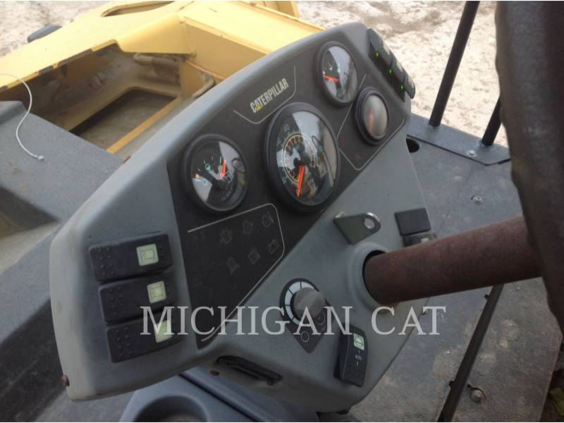 CATERPILLAR VIBRATORY DOUBLE DRUM ASPHALT CB-564D equipment  photo 12