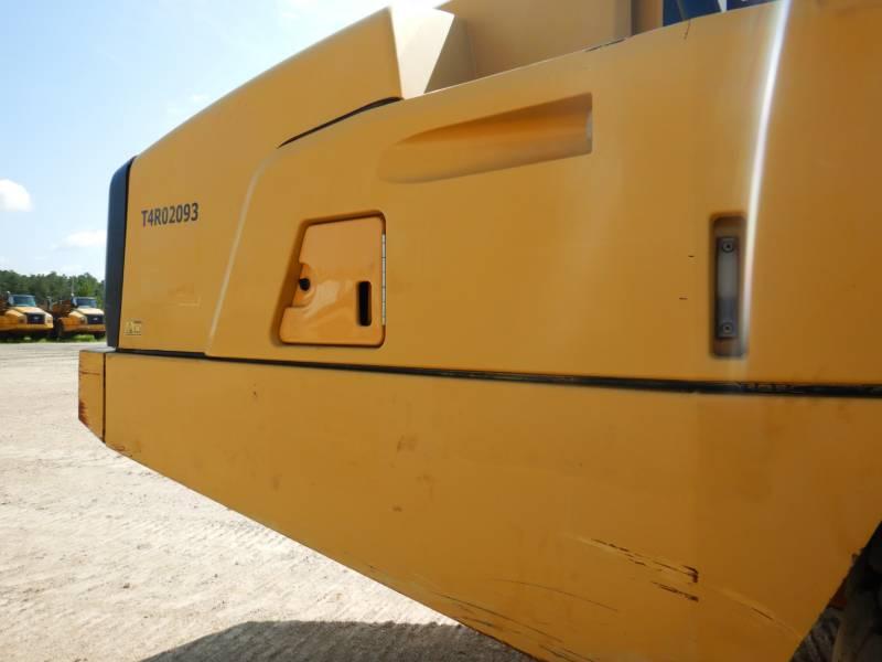 CATERPILLAR KNIKGESTUURDE TRUCKS 740 B equipment  photo 24