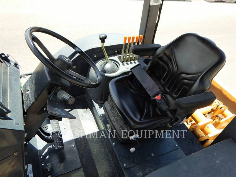 JOHN DEERE CARGADOR INDUSTRIAL 210K equipment  photo 6
