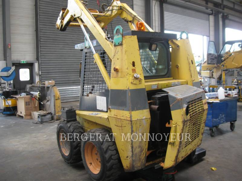 CASE SKID STEER LOADERS 1840 equipment  photo 1