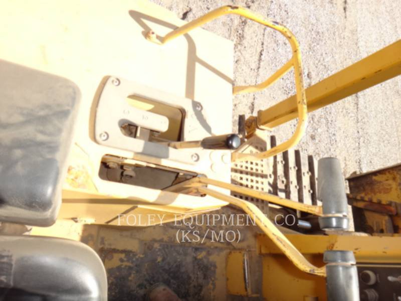 CATERPILLAR TRACK TYPE TRACTORS D4H equipment  photo 7