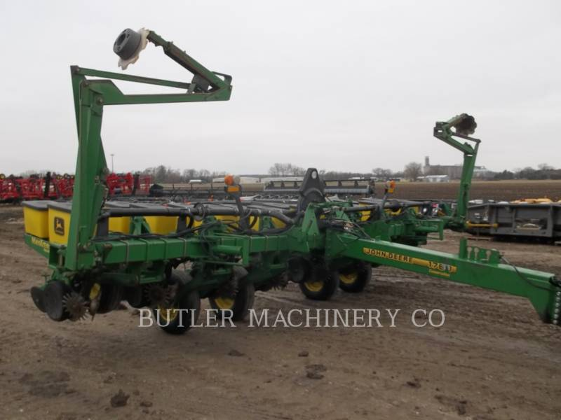 DEERE & CO. PLANTING EQUIPMENT 1760 equipment  photo 2