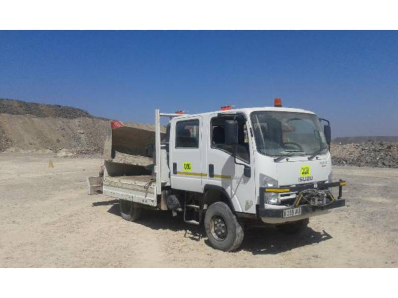 ISUZU CAMIOANE PENTRU TEREN DIFICIL 300 WITH F38 FASSI CRANE equipment  photo 4
