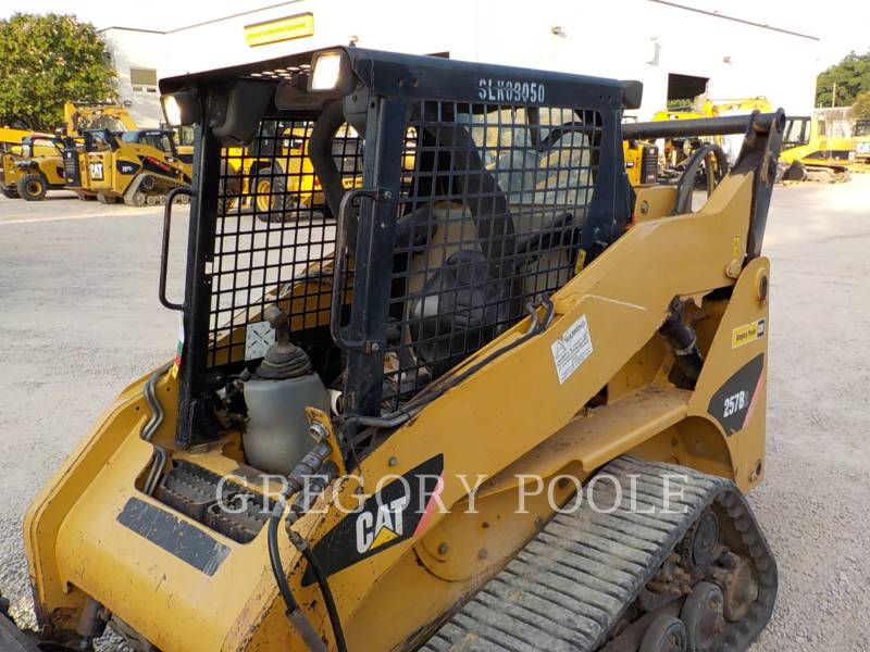 CATERPILLAR CARGADORES MULTITERRENO 257B equipment  photo 2