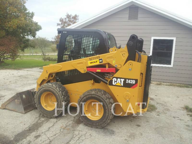 CATERPILLAR MINICARREGADEIRAS 242D CAB equipment  photo 4