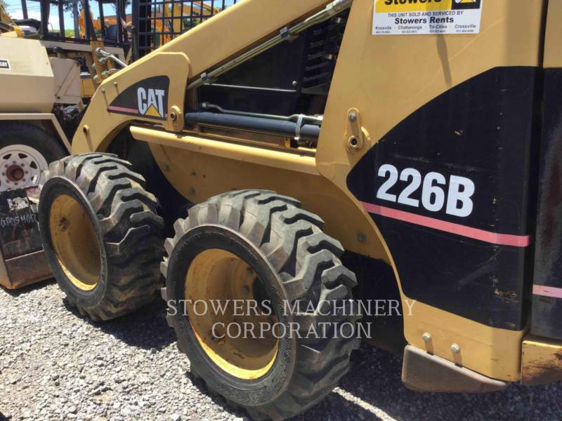 CATERPILLAR MINICARGADORAS 226B equipment  photo 10