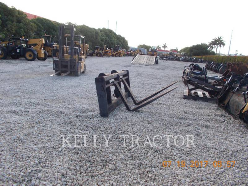 CATERPILLAR ATTREZZATURA - FORCHE IT38G FORKS equipment  photo 2
