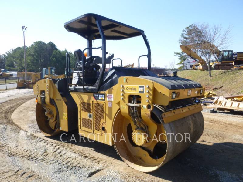 CATERPILLAR TRILLENDE DUBBELE TROMMELASFALTEERMACHINE CB54B equipment  photo 5