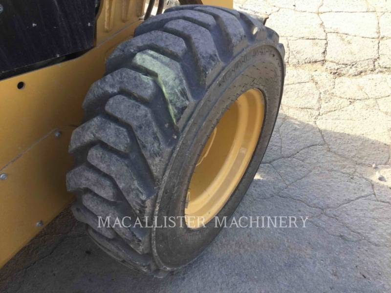 CATERPILLAR PALE COMPATTE SKID STEER 226D equipment  photo 10