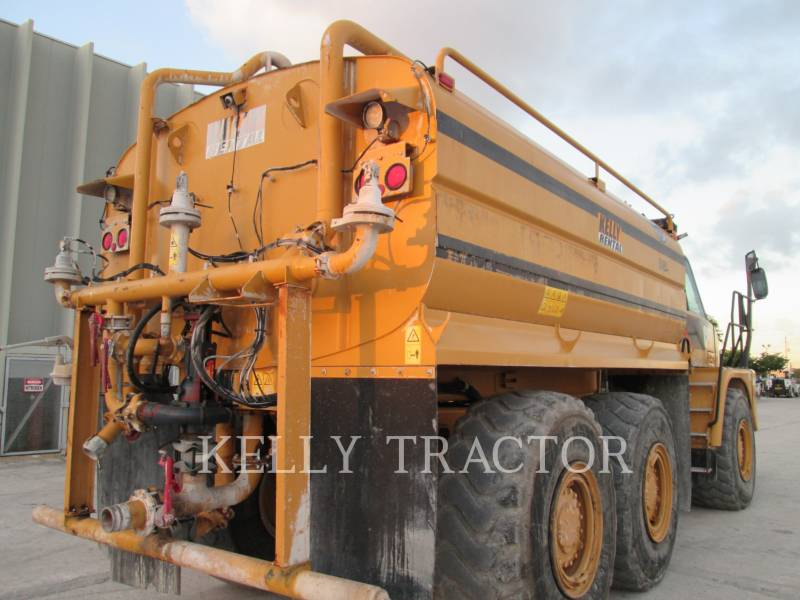 CATERPILLAR CAMIONES DE AGUA 725 equipment  photo 4