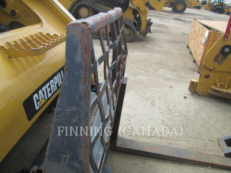 CATERPILLAR SKID STEER LOADERS 272D equipment  photo 13