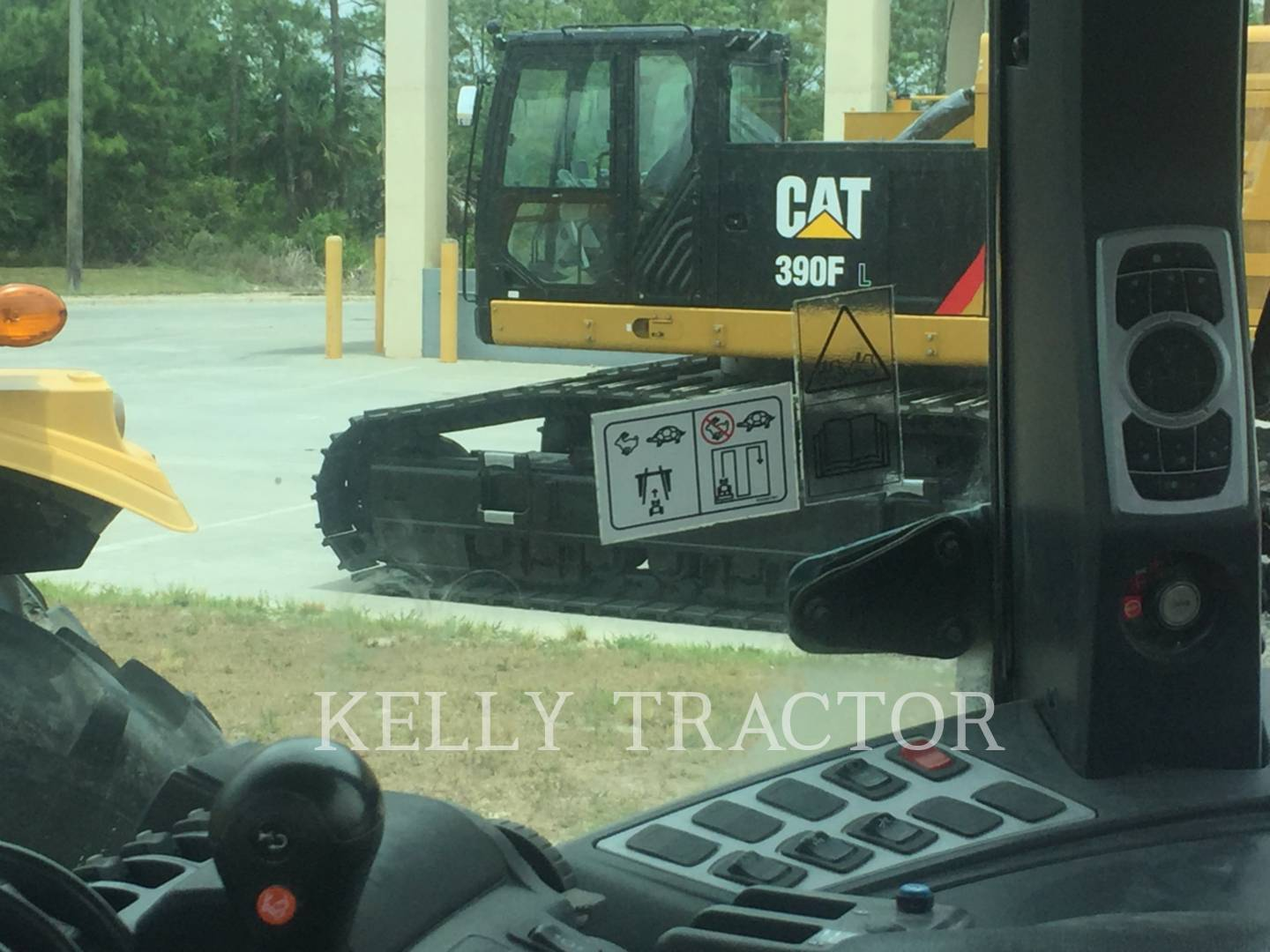 Detail photo of 2011 Challenger MT675C from Construction Equipment Guide