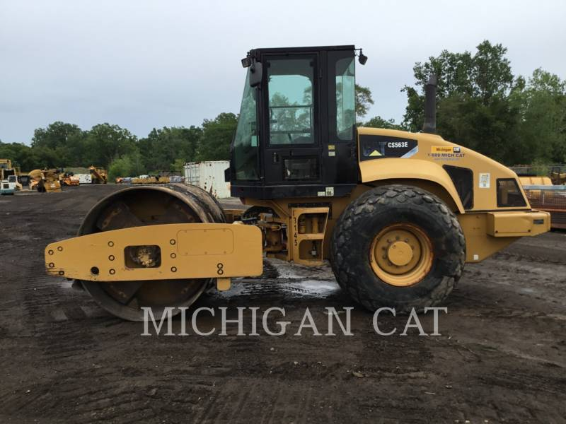 CATERPILLAR VIBRATORY SINGLE DRUM SMOOTH CS-563E equipment  photo 3