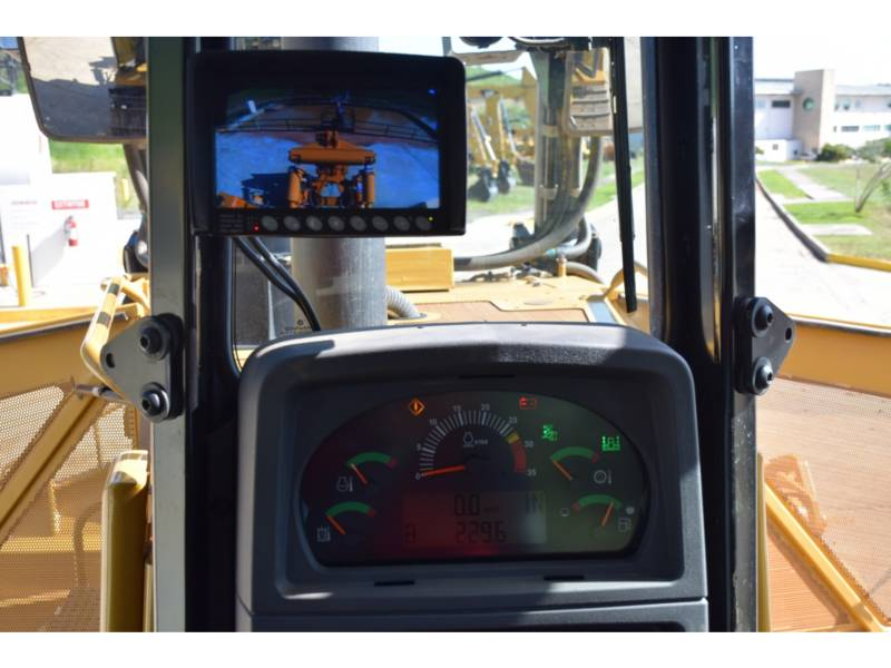 CATERPILLAR TRACTEURS SUR CHAINES D 8 T equipment  photo 23