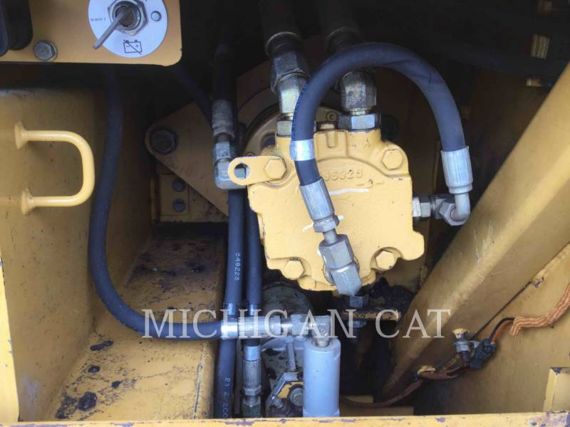 CATERPILLAR ASPHALT PAVERS AP1055D equipment  photo 9