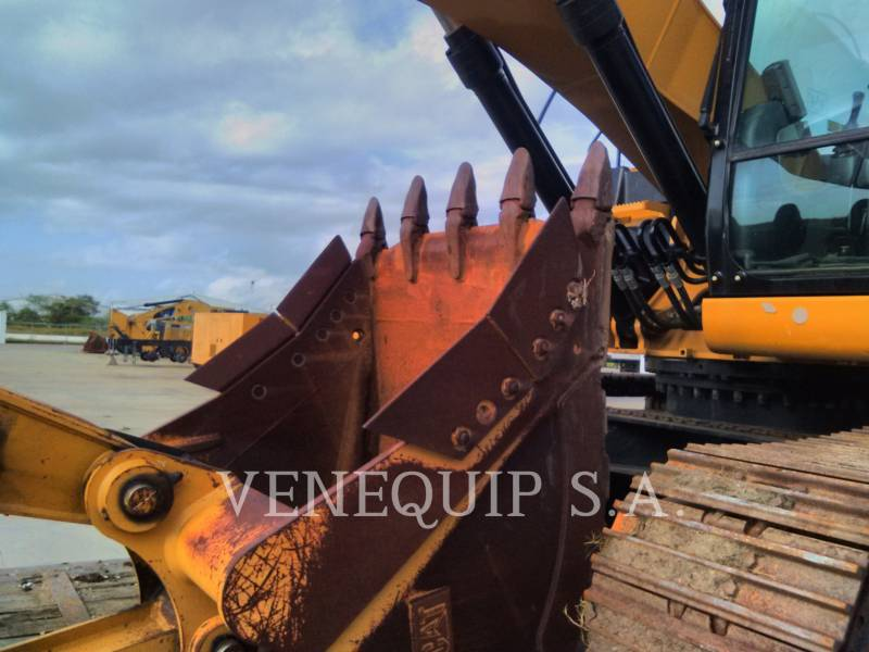CATERPILLAR TRACK EXCAVATORS 320D2L equipment  photo 4