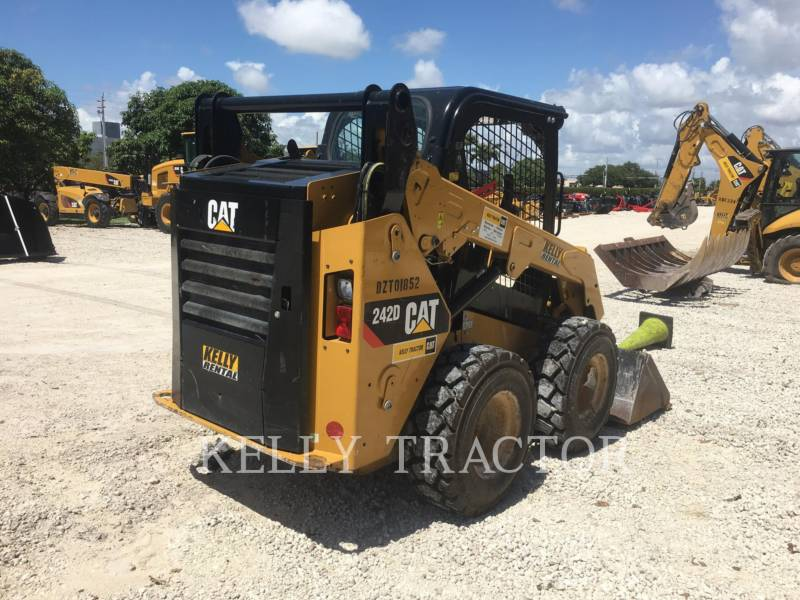 CATERPILLAR MINICARGADORAS 242 D equipment  photo 6