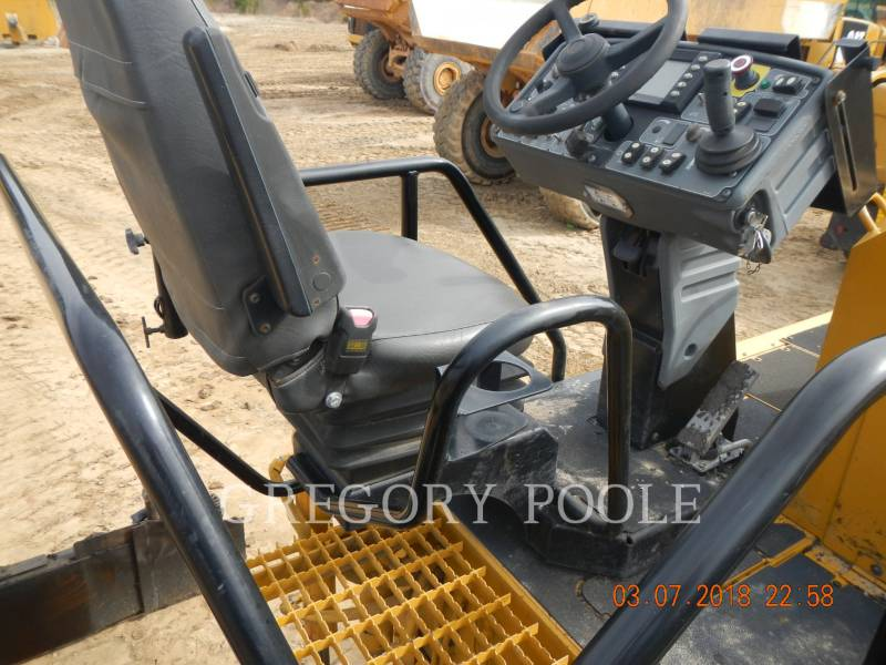 CATERPILLAR PAVIMENTADORA DE ASFALTO AP1055E equipment  photo 16