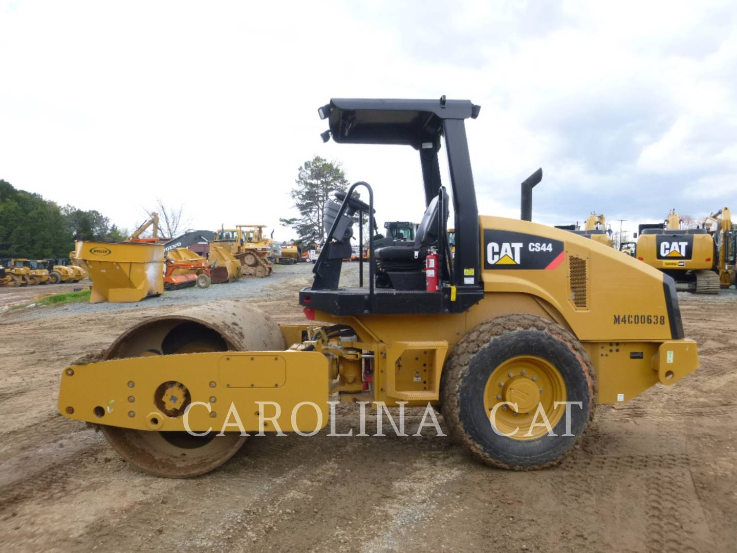 Detail photo of 2014 Caterpillar CS44 from Construction Equipment Guide