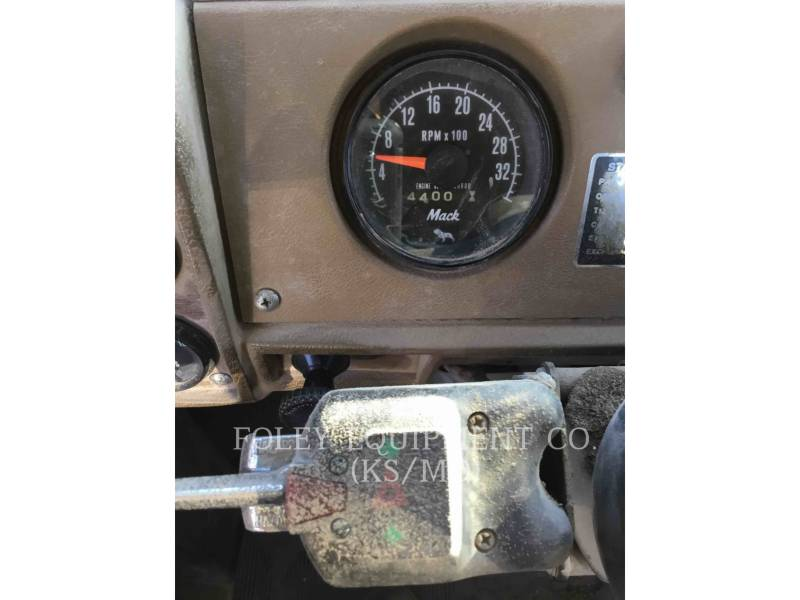 MACK CAMIONES DE CARRETER R223 equipment  photo 14