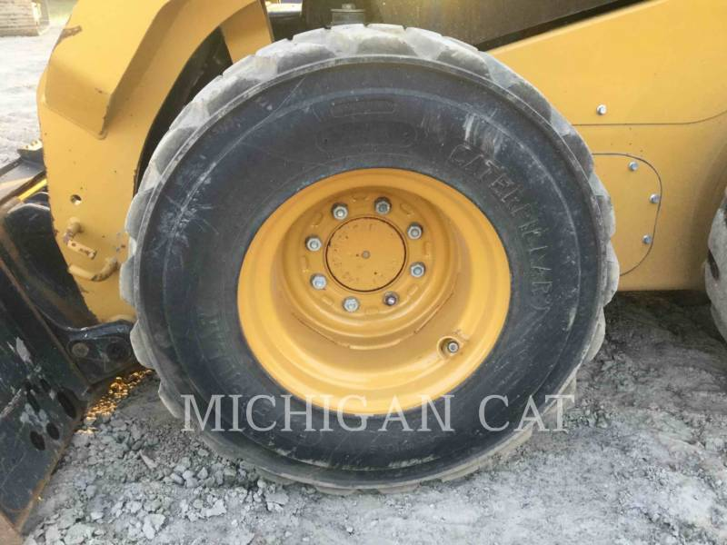 CATERPILLAR MINICARGADORAS 242D C equipment  photo 19