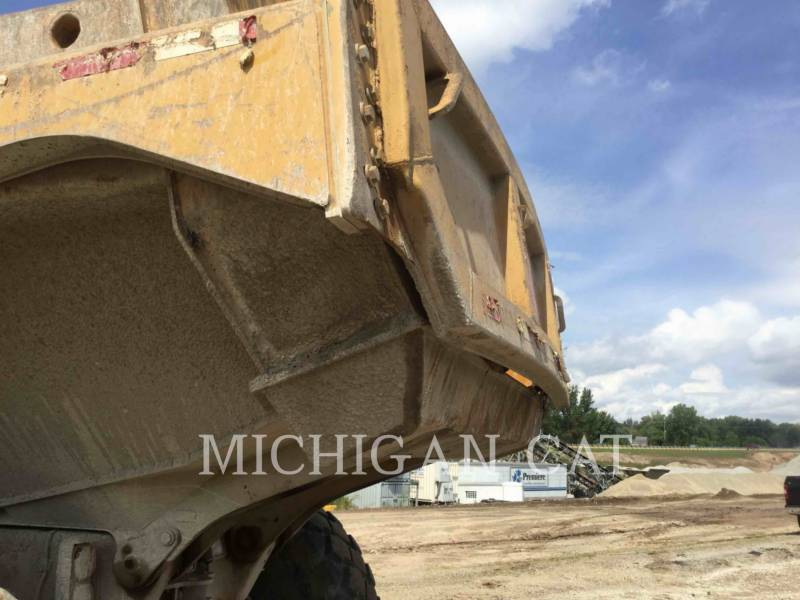 CATERPILLAR KNICKGELENKTE MULDENKIPPER 725 equipment  photo 16