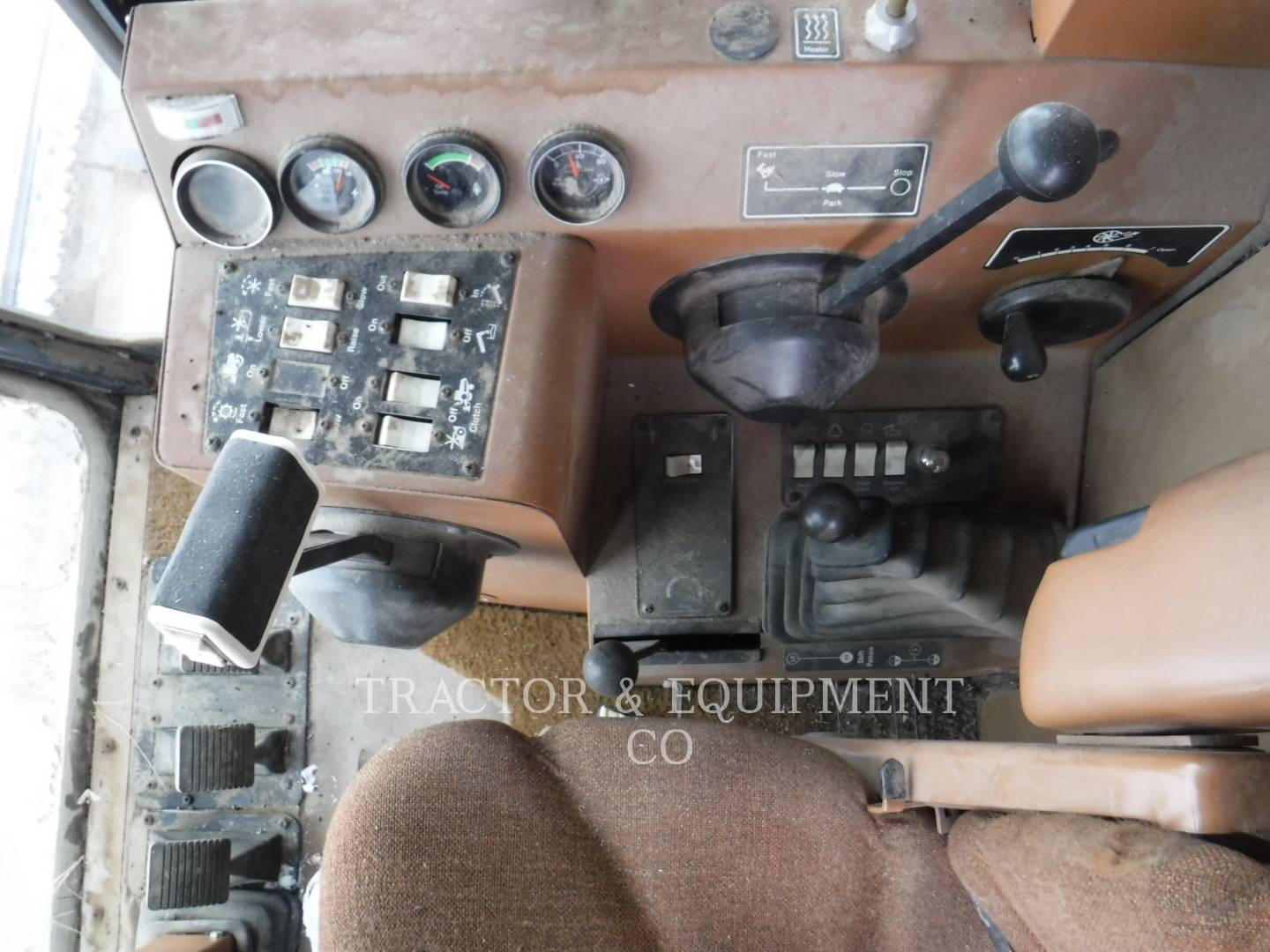 Detail photo of 1989 Gleaner R60 from Construction Equipment Guide