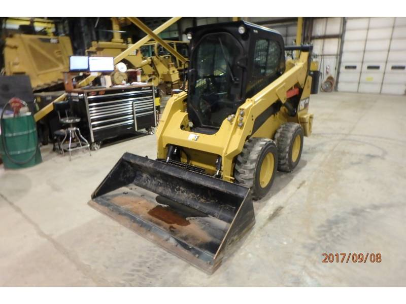 CATERPILLAR MINICARGADORAS 242D equipment  photo 2