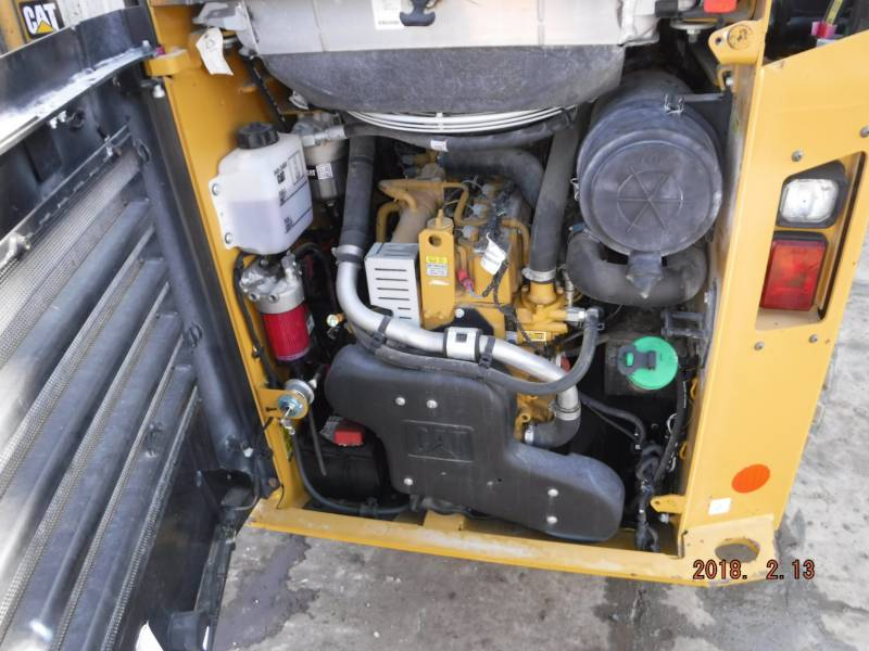 CATERPILLAR CHARGEURS COMPACTS RIGIDES 242D equipment  photo 11