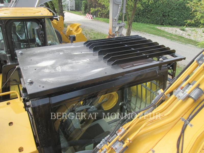 CATERPILLAR TRACK EXCAVATORS 352F equipment  photo 17