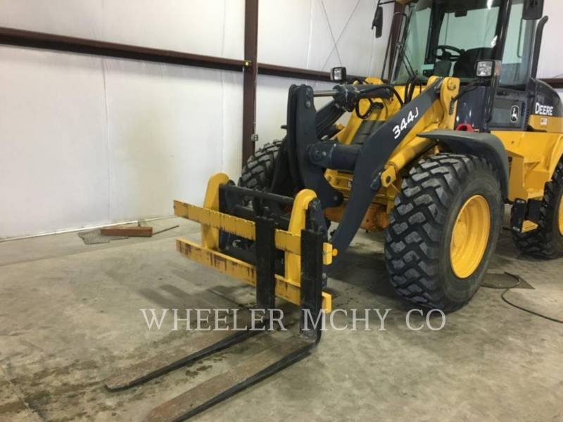 DEERE & CO. WHEEL LOADERS/INTEGRATED TOOLCARRIERS 344J equipment  photo 9