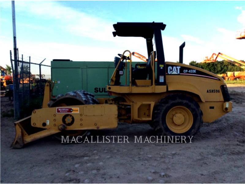CATERPILLAR COMPACTEUR VIBRANT, MONOCYLINDRE À PIEDS DAMEURS CP433E equipment  photo 1