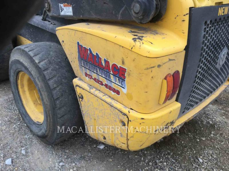 NEW HOLLAND LTD. CHARGEURS COMPACTS RIGIDES L225 equipment  photo 13