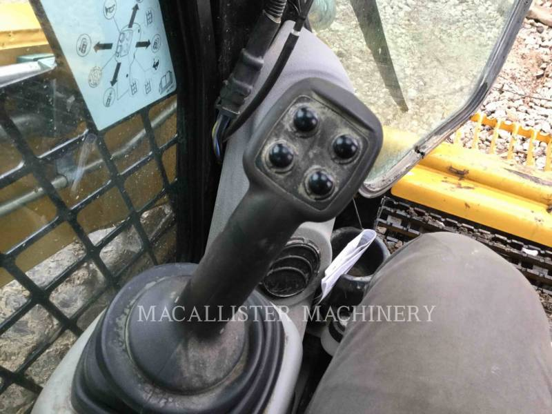 CATERPILLAR KOMPAKTLADER 272D equipment  photo 17