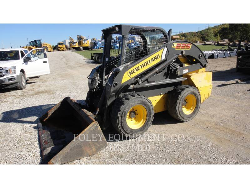 NEW HOLLAND KOMPAKTLADER L225 equipment  photo 1