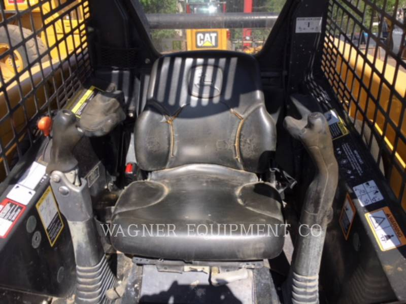 DEERE & CO. CHARGEURS COMPACTS RIGIDES 320 equipment  photo 5