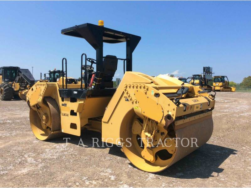 CATERPILLAR TRILLENDE DUBBELE TROMMELASFALTEERMACHINE CB64 equipment  photo 4