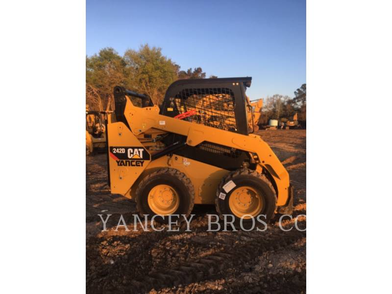 CATERPILLAR SKID STEER LOADERS 242D OROPS equipment  photo 1