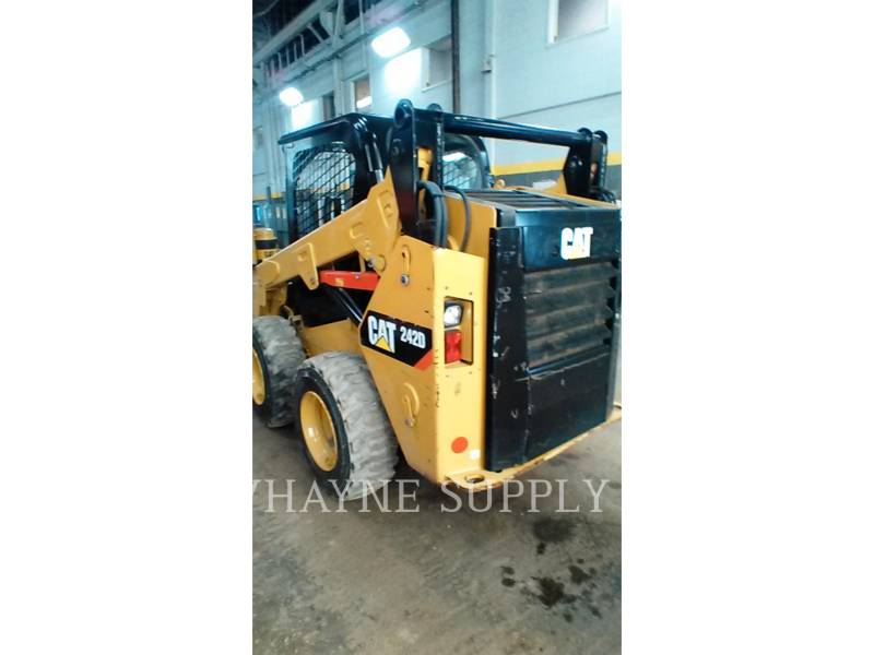 CATERPILLAR CHARGEURS COMPACTS RIGIDES 242D equipment  photo 5