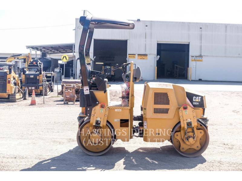 CATERPILLAR TAMBOR DOBLE VIBRATORIO ASFALTO CB24 equipment  photo 5