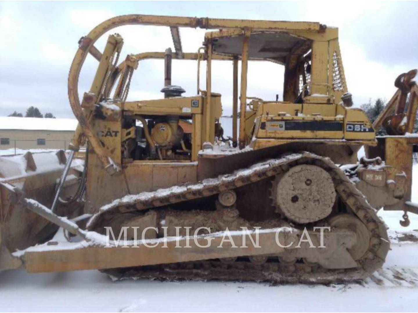 Detail photo of 1990 Caterpillar D6H from Construction Equipment Guide