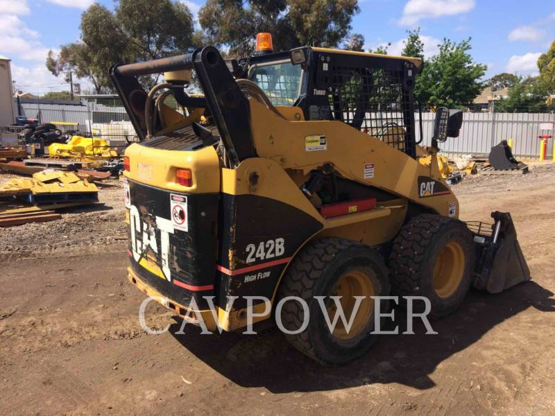 CATERPILLAR SKID STEER LOADERS 242B equipment  photo 5